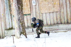 St Petersburg, Russia - 21 febbraio 2016: Grande gioco annuale 'giorno m.' dello scenario di paintball nel club di Snaker Fotografia Stock Libera da Diritti