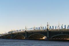 St Petersburg, Russia - 28 giugno 2017: ponte automatico attraverso Neva River a St Petersburg Fotografie Stock Libere da Diritti