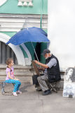 ST.PETERSBURG,RUSSIA-JULY 04:the sidewalk artist draws portraits Royalty Free Stock Images