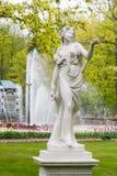 St Petersburg, RUSSIA-JUNE 03, 2017 Fontanna w parku Petrodvorets Fotografia Stock