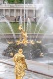 St Petersburg, RUSSIA-JUNE 03, 2017 Fontanny Duża kaskada w Peterhof Fotografia Stock