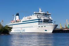 ST PETERSBURG RUSSIA-JUNE 17: kryssningfärjaprinsessan Maria seglar från St Petersburg till Helsingfors, RUSSIA-JUNE 17 2015 Arkivbilder