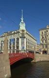 St Petersburg, casa vicino al ponte rosso Fotografia Stock