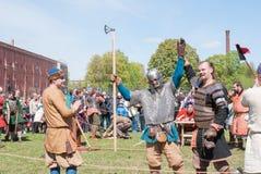 St Petersburg, Russia - 27 maggio 2017: Lotta dimostrativa della spada al festival storico a St Petersburg, Ru di ricostruzione fotografie stock libere da diritti