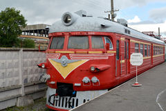 ST petersburg Russia Motorowy kierowniczy samochód ER10-206 elektrycznego pociągu koszty przy platformą Obrazy Royalty Free