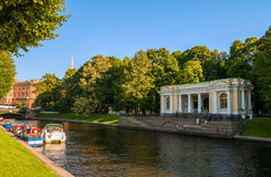 St Petersburg, Russia. Rossi Pavilion in the Michael Garden and the Moika river with pleasure boats Stock Photography