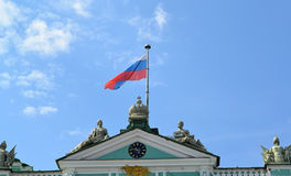 ST. PETERSBURG, RUSSIA. The Russian flag flutters over the Winter Palace Stock Photography