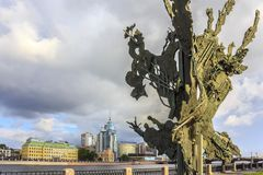 St Petersburg, Russie - 1er juillet 2015 : Alfred Nobel Monument à St Petersburg, Russie Photos libres de droits