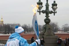 St Petersburg, RUSSIE - 1er mars 2014 - le feu olympique XI des jeux de Paralympic d'hiver à Sotchi 2014 à St Petersburg, le 1er  Images libres de droits