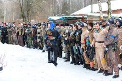 St Petersburg, Russie - 21 février 2016 : Grand jeu annuel de scénario de paintball 'jour M' dans le club de Snaker Images stock