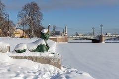 ST PETERSBURG, RUSSIE - 24 janvier 2019 : Le sphinx au pont de Kamennoostrovsky photographie stock libre de droits