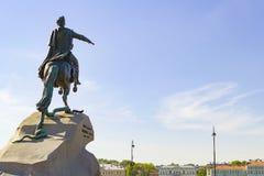 ST PETERSBURG, RUSSIE - 6 JUILLET 2017 : Monument de l'empereur et du tsar russes Peter I le grand La statue ?questre photographie stock