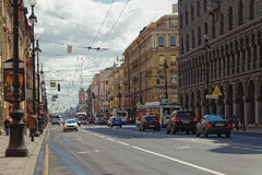 ST PETERSBURG, RUSSIE - 21 MAI 2017 : Nevsky Prospekt dans la ville de St Petersburg, Russie Photo teintée Photographie stock libre de droits