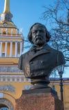 St Petersburg, Russie - 5 mars 2017 : Monument au compositeur Glinka en parc devant l'Amirauté principal Photo libre de droits