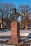 St Petersburg, Russie - 5 mars 2017 : Monument au poète Lermontov en parc devant l'Amirauté principal Photos stock