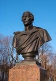 St Petersburg, Russie - 5 mars 2017 : Monument au poète Lermontov en parc devant l'Amirauté principal Photo stock