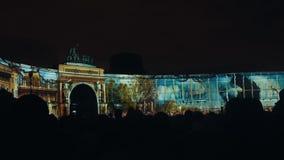 ST PETERSBURG, RUSSIE - 4 NOVEMBRE : cartographie 3D Bâtiment d'état-major La projection sur le bâtiment banque de vidéos