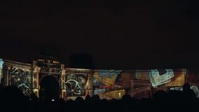 ST PETERSBURG, RUSSIE - 4 NOVEMBRE : cartographie 3D Bâtiment d'état-major La projection sur le bâtiment clips vidéos