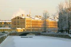 St Petersburg Russie Vue des casernes de la garde navale Crew sur le canal de Griboyedov Photographie stock