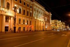 St. Petersburg, Russland Ansicht von Nevsky-Allee nachts Lizenzfreie Stockfotos