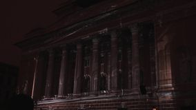 ST PETERSBURG, RUSSLAND - 29. APRIL 2016: Diagramm 3D Alexandrinsky-Theater Die Projektion der geometrischen Formen und stock video
