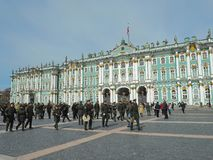 St Petersburg, RUSSLAND – 30. April 2019: Militärkapelle auf dem Palastquadrat, St Petersburg, Russland lizenzfreies stockfoto