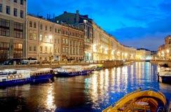 St Petersburg Russland Boote auf dem Moika-Fluss Lizenzfreie Stockfotografie