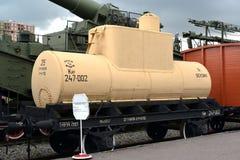 St. Petersburg, Russland Der Behälter Zweiachsen für Transport von den keinen Erdölerzeugnissen 247-002 Lizenzfreie Stockfotos