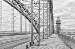 St Petersburg, Russland Ein Turm und ein Stahlwerk von Bolsheokhtinsky-Brücke Lizenzfreies Stockbild