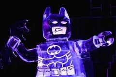 St Petersburg, Russland - 6. Februar 2016: Eisskulptur des Lego Movie-Helden Batman auf Anzeige am Festival Gefrorener Superheld Lizenzfreie Stockfotos