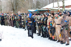 St Petersburg, Russland - 21. Februar 2016: Großes jährliches Paintballszenariospiel 'Tag M' in Snaker-Club Stockbilder
