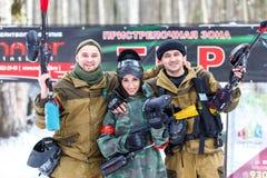 St Petersburg, Russland - 21. Februar 2016: Großes jährliches Paintballszenariospiel 'Tag M' in Snaker-Club Stockbild