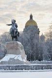 St. PETERSBURG, RUSSLAND - 9. JANUAR 2016: das Monument zu Peter Lizenzfreie Stockfotos