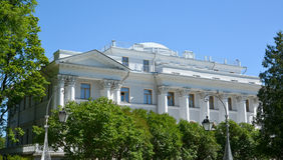 St. PETERSBURG, RUSSLAND - 11. JULI 2014: Yelagin-Palastfragment Lizenzfreie Stockfotos