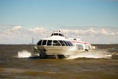 St Petersburg, Russland - 28. Juni 2017: Hochgeschwindigkeitstragflügelbootschiff in St Petersburg Lizenzfreie Stockfotos
