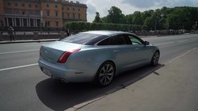 ST PETERSBURG, RUSSLAND - 20. JUNI 2019: Jaguar-Luxusauto stock video footage