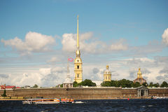 St Petersburg, Russland - 28. Juni 2017: Panoramablick des Peter und des Paul Fortresss von Neva River in St Petersburg Lizenzfreies Stockfoto