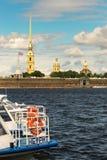 St Petersburg, Russland - 28. Juni 2017: Panoramablick des Peter und des Paul Fortresss von Neva River in St Petersburg Stockbild
