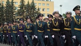St Petersburg, Russland - 20. Juni 2019: Russische Armeesoldaten stock video