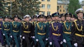 ST PETERSBURG, RUSSLAND - 20. JUNI 2019: Russische Armeesoldaten stock video footage