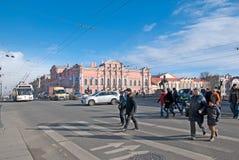 St Petersburg Russland Leute auf Nevsky-Allee Lizenzfreie Stockfotografie