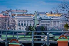 St. PETERSBURG, RUSSLAND, AM 17. MAI 2018: Ansicht im Freien der tragenden Uniform des nicht identifizierten Mannes mit einer alt Stockfoto