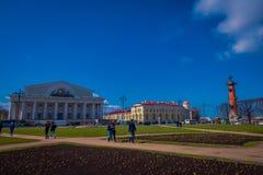St. PETERSBURG, RUSSLAND, AM 1. MAI 2018: Ansicht im Freien von Vasilyevsky Island- und Börsengebäude auf dem Spucken mit Rastral Lizenzfreie Stockfotos