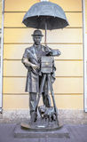 St. PETERSBURG, RUSSLAND - 15. Mai 2013: ein Bronzemonument zu einem Fotografen in Malaya Sadovaya Street in St Petersburg, vorbe Stockbilder