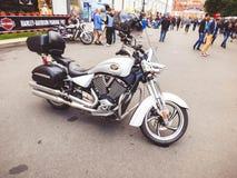 St Petersburg, Russland, 06 08 2017: Motorrad auf den Straßen von St Petersburg Lizenzfreie Stockfotos