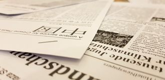 ST PETERSBURG, RUSSLAND: Zeitungen auf Chinesisch sind auf dem Tisch in der Masse an am 2. Februar 2019 stockfotografie