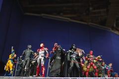 ST PETERSBURG RYSSLAND - APRIL 27, 2019: handlingdiagram Star Wars tecken och superheroes fr?n f?rundra sig film arkivbilder