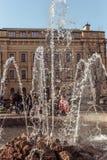 St Petersburg Ryssland - April 21 2019: Springbrunnen i den italienska gatan i St Petersburg royaltyfri bild