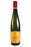 ST PETERSBURG RYSSLAND - Augusti 30, 2015: Flaska av Lucien Albrecht, Riesling reserv, Alsace, Frankrike, 2012 royaltyfri foto