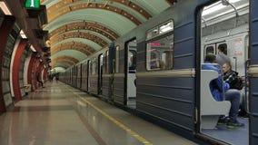 St Petersburg Ryssland December 3, 2018 tunnelbanastation Obvodny Kanal arkivfilmer